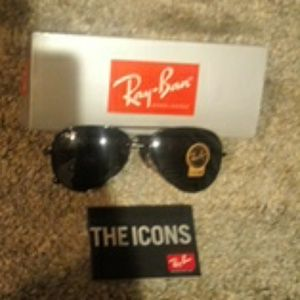 Brand New RayBan Black on Black RB3025 58mm